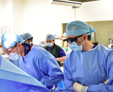 Surgeons Perfom Remote Heart Surgery with Smart Glasses