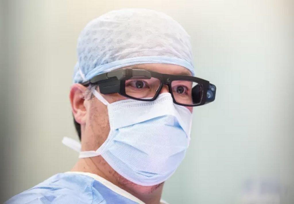 Talloze ogen kunnen op afstand een operatie volgen